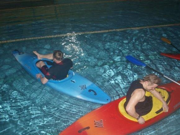 Asmeninio arch. nuotr./Šiuo metu Baltiją įveikti ketinanti trijulė aktyviai treniruojasi baseine.