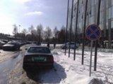 15min skaitytojo Andriaus nuotr./JAV ambasados automobilis prie SEB arenos
