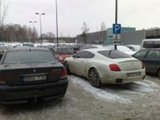 Skaitytojo Andriaus nuotr./Bentley  prie SEB arenos 2010.02.23