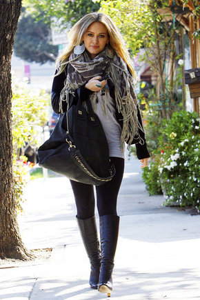 AOP nuotr./Hilary Duff dievina prabangias rankines ir laikrodžius.