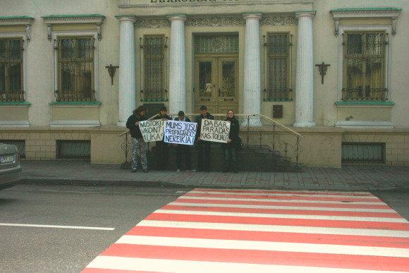 G.Kubiliūtės nuotr./Jaunieji klaipėdiečiai protestavo priea gėjų eitynes.