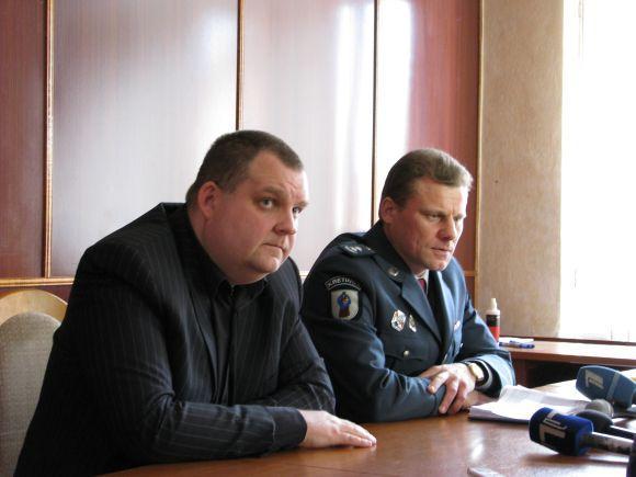 J.Andriejauskaitės nuotr./Kretingos rajono policijos komisariato pareigūnai - Nerijus Japertas (kairėje) ir Arūnas Merkelis.