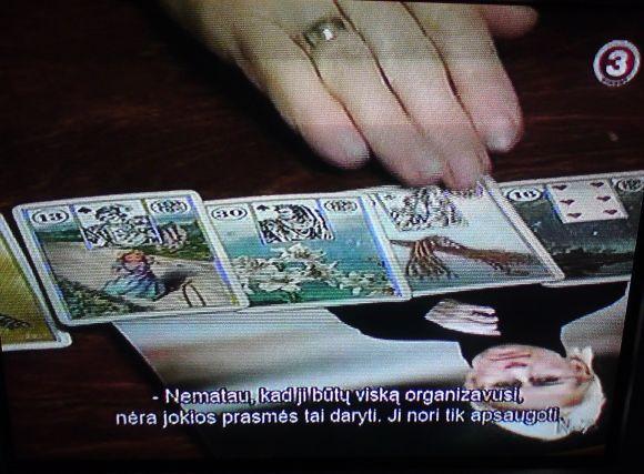 TV3 laidos stop kadras/Būrėja paslaptis narplioja pagal kortas