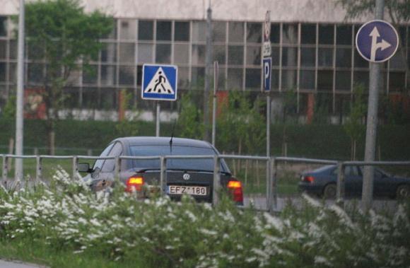 15min.lt nuotr./Sekmadienį J.Valančiūnas, dar neturintis teisių, vėl užfiksuotas vairuojantis automobilį.