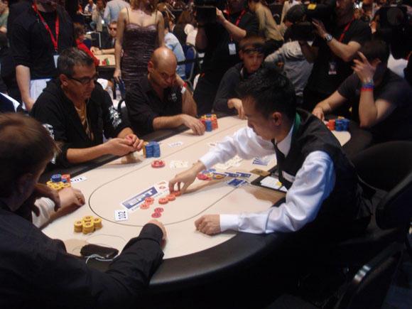 """Asmeninio albumo nuotr./Dominykas Karmazinas ilgą laiką pokerį žaidė internete, o """"gyvai"""" pabandė lošti tik neseniai"""