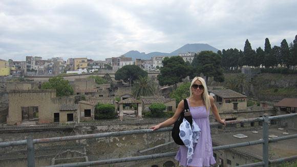 Vaida Genytė grįžusi iš Italijos, paneigė romaną su prodiuseriu