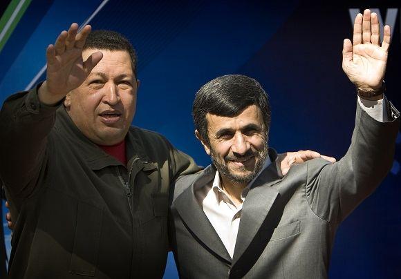 Reuters/Scanpix nuotr./Venesuelos prezidentas Hugo Chavezas ir Irano prezidentas Mahmoudas Ahmadinejadas