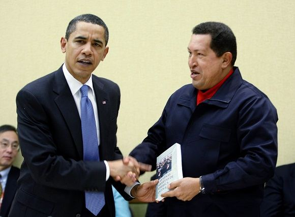 Reuters/Scanpix nuotr./Jungtinių Valstijų prezidentas Barackas Obama ir Venesuelos prezidentas Hugo Chavezas