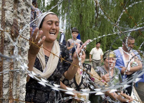 Scanpix nuotr./Uzbekai bėga ia Kirgizijos