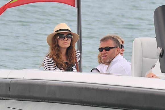 Rusų turtuolis Romanas Abramovičius su savo mergina Darja Žukova