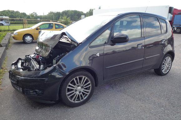 Asm. albumo nuotr./Gintarės Valaitytės automobilis po avarijos