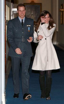 Scanpix nuotr./Princas Williamas su drauge Kate Middleton
