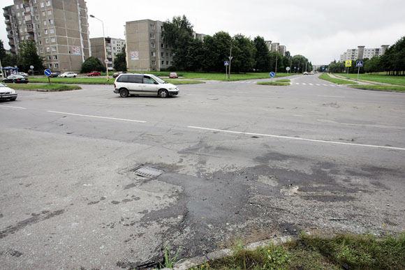 A.Koroliovo nuotr./Avarijoje stipriai nukentėjo abi maainos. Aikatelėje - Audi.