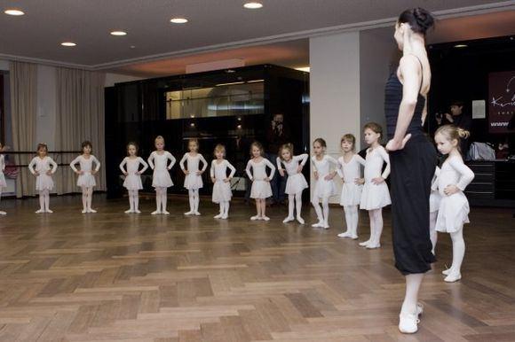 Asmeninio albumo nuotr./Eglės `pokaitės pamoka mažosiomis balerinoms