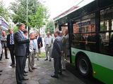 Kauno miesto savivaldybės nuotr./Naują troleibusą išbandė miesto valdžios atstovai