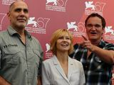 """AFP/""""Scanpix"""" nuotr./Komisijos nariai iš kairės: meksikiečių rašytojas Guillermo Arriaga, aktorė Ingeborga Dapkūnaitė ir žiuri pirmininkas Quentinas Tarantino"""
