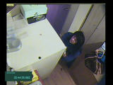 Policijos nuotr./Įtariamasis prie seifo su pinigais