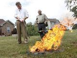 """Reuters""/""Scanpix"" nuotr./Pastoriai D.Allenas (d.) ir B.Oldas rugsėjo 11-ąją sudegino Koraną."