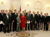 Irmanto Gelūno/15min.lt nuotr./Prezidentė Dalia Grybauskaitė su Lietuvos krepšinio rinktine.