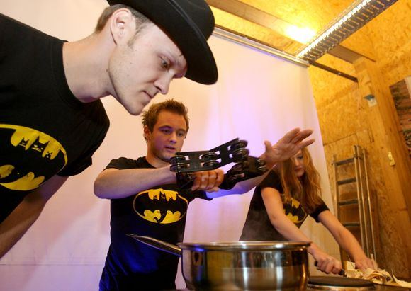 Irmanto Gelūno/15min.lt nuotr./Aktorių grupė Liūdni slibinai performansu pristatė debiutinį albumą