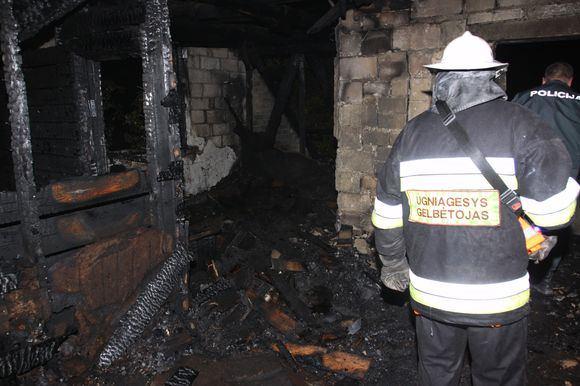 Rolando Žalgevičiaus nuotr./Per gaisrą Užkalnių kaime žuvo vyriškis.