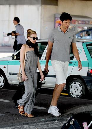 AOP nuotr./Kylie Minogue su draugu manekenu Andresu Velencoso