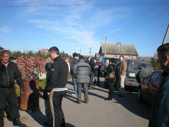 Klonio gatvės dienoraačio nuotr./D.Kedžio sekėjai teismo verdikto laukė Klonio gatvėje