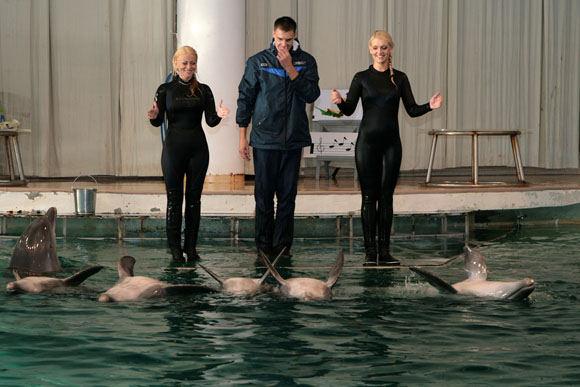 Asm. albumo nuotr./Rūta Ščiogolevaitė ir Vaida Genytė su delfinais