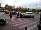 """Rolando/15min.lt skaitytojo nuotr./Spalio 21-ąją į apsauginę tvorelę rėžėsi """"Opel Zafira""""."""