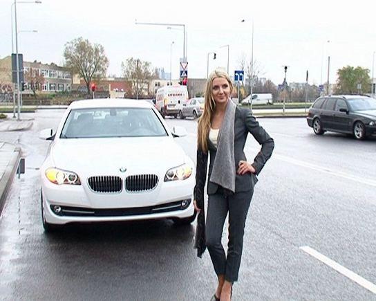 LNK nuotr./Monika Kvietkutė ir jos mylimojo automobilis