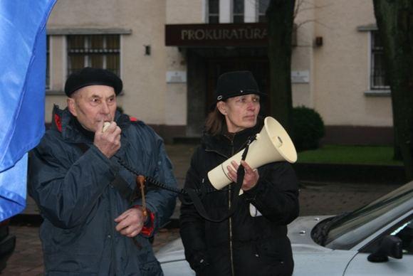 G.Kubiliūtės nuotr. /Piketuotojai rinkosi prie prokuratūros.