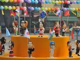 """AFP/""""Scanpix"""" nuotr./G20 susitikimo šalių lyderių lėlės nacionaliniais rūbais"""