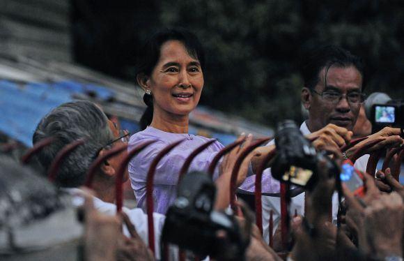Scanpix nuotr./Aung San Suu Kyi paleista ia namų areato