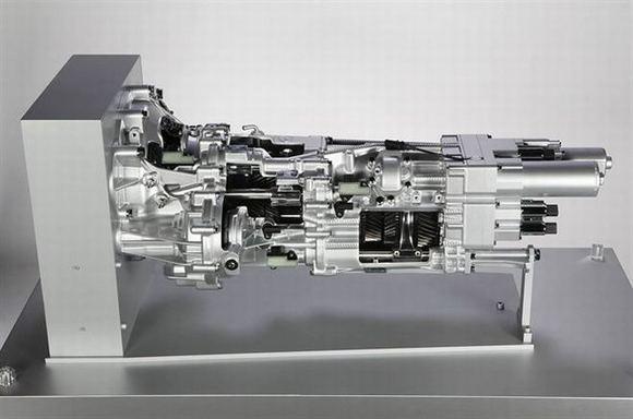 Gamintojo nuotr./Naujausias Lamborghini V12 variklis