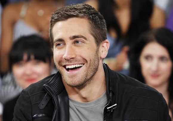 Jake'as Gyllenhaalas bando įsiteikti Taylor Swift