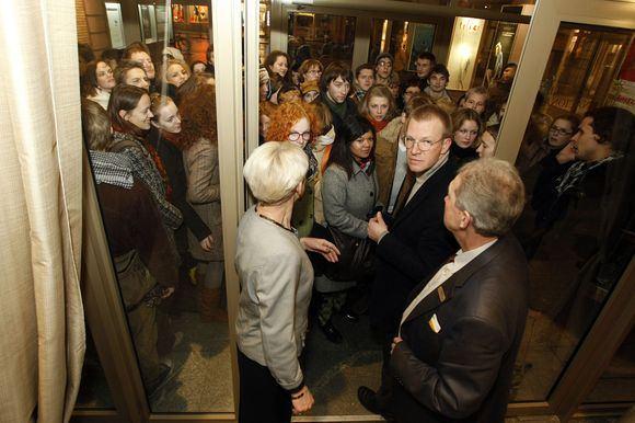Irmanto Gelūno/15min.lt nuotr./Nacionaliniame dramos teatre Valentinas Masalskis susitiko su savo gerbėjais