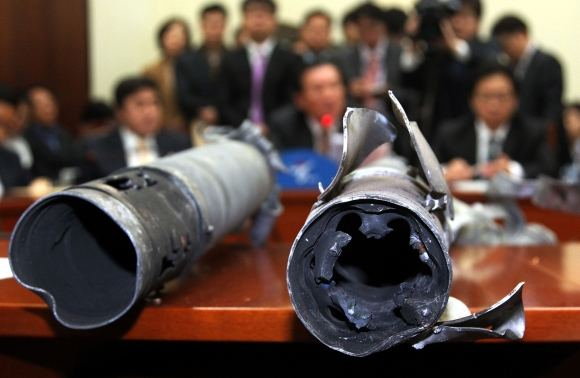 AFP/Scanpix nuotr./`iaurės Korėjos iaaautų sviedinių liekanos