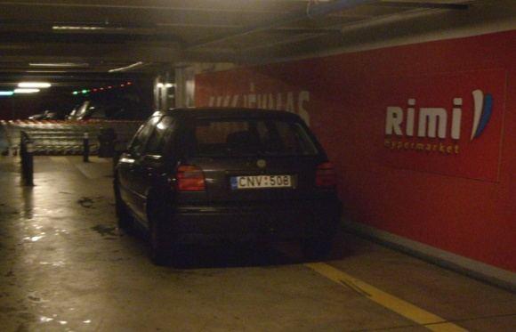 15min.lt skaitytojo Pauliaus nuotr./Fotopolicija: VW ties geltona linija, draudžiančia sustoti