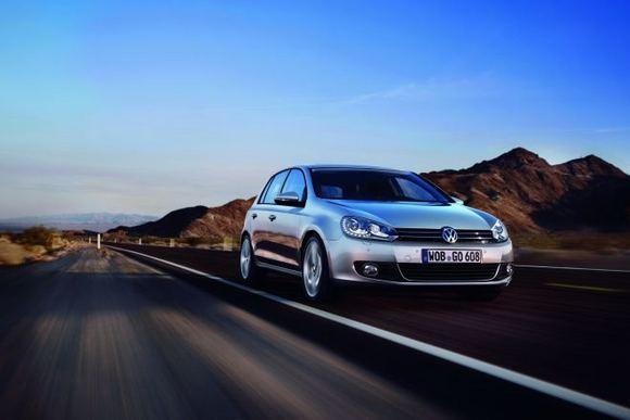 Gamintojo nuotr./Volkswagen Golf su LED priekiniais žibintais