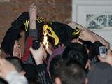 AFP/Scanpix nuotr./Liverpool gerbėjai sudegino Fernando Torreso marakinėlius