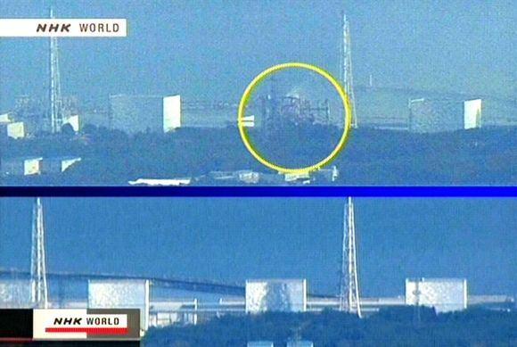 AFP/Scanpix nuotr./Fukuaimos-1 atominės elektrinės vaizdas priea (apačioje) ir po (virauje) sprogimo trečiojo reaktoriaus bloke. Geltonu apskritimu pažymėtas sugriautas trečiasis blokas.