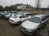 """Juliaus Kalinsko/""""15 minučių"""" nuotr./Nemokamos automobilių vietos Olimpiečių gatvėje retai būna tuščios."""