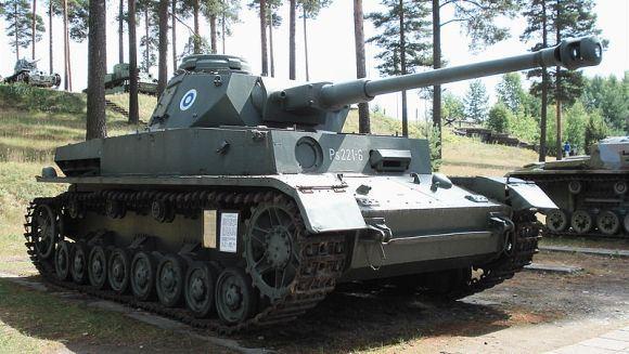 Balcerio/Wikimedia.org nuotr./Restauruotas Panzer IV J Suomijos tankų muziejuje Paroloje