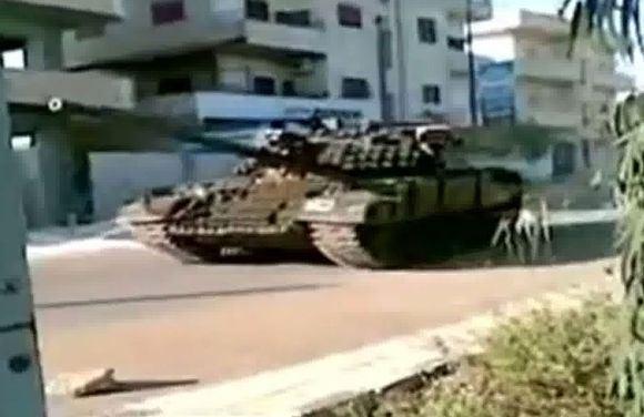 AFP/Scanpix nuotr./Tankas Derijos mieste