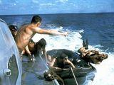 Wikimedia.org nuotr./SEAL dalinio karių pratybos atviroje jūroje