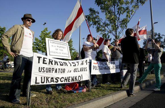 Irmanto Gelūno/15min.lt nuotr./Protestuotojai siekė atkreipti užsienio žiniasklaidos dėmesį.