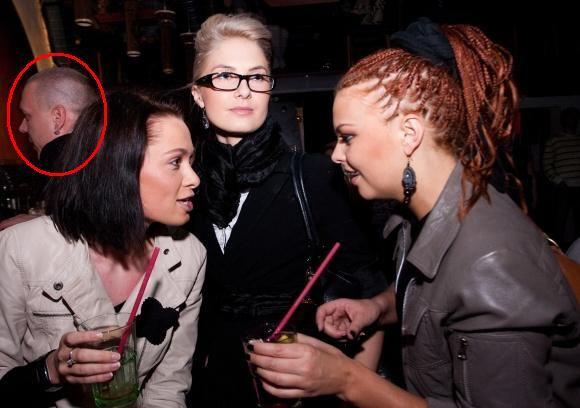 BFL/Tomo Lukaio nuotr./Kristina Ivanova (centre) su Andriumi Broku (kairėje) kartu atvyko į Vaido Baumilos koncertą.