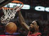Reuters/Scanpix nuotr./LeBrono Jameso dėjimas į krepaį