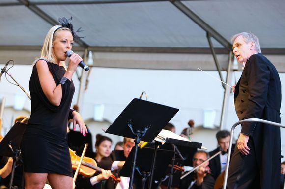 BFL/Mindaugo Vaičiulio nuotr./Lietuvos valstybinio simfoninio orkestro ir garsių atlikėjų koncertas Simply The Best
