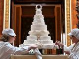 """AFP/""""Scanpix"""" nuotr./Princo Williamo ir Kate Middleton vestuvių tortas."""